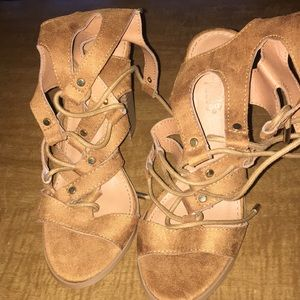 Great pair of heels. Size6.